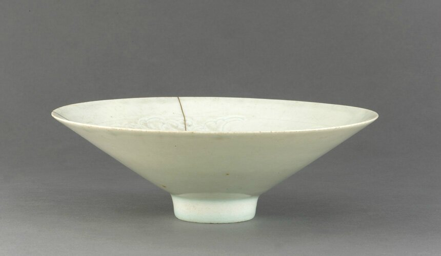 Bowl with incised decoration, 11th century, Northern Song dynasty. Porcelain with transparent pale-blue (qingbai) glaze. H: 5.9 W: 18.0 cm, China. Gift of Charles Lang Freer F1917.278 . Freer/Sackler © 2014 Smithsonian Institution