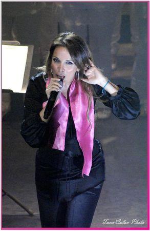 Hélène fait chanter le public-11 Oct 2011_TC