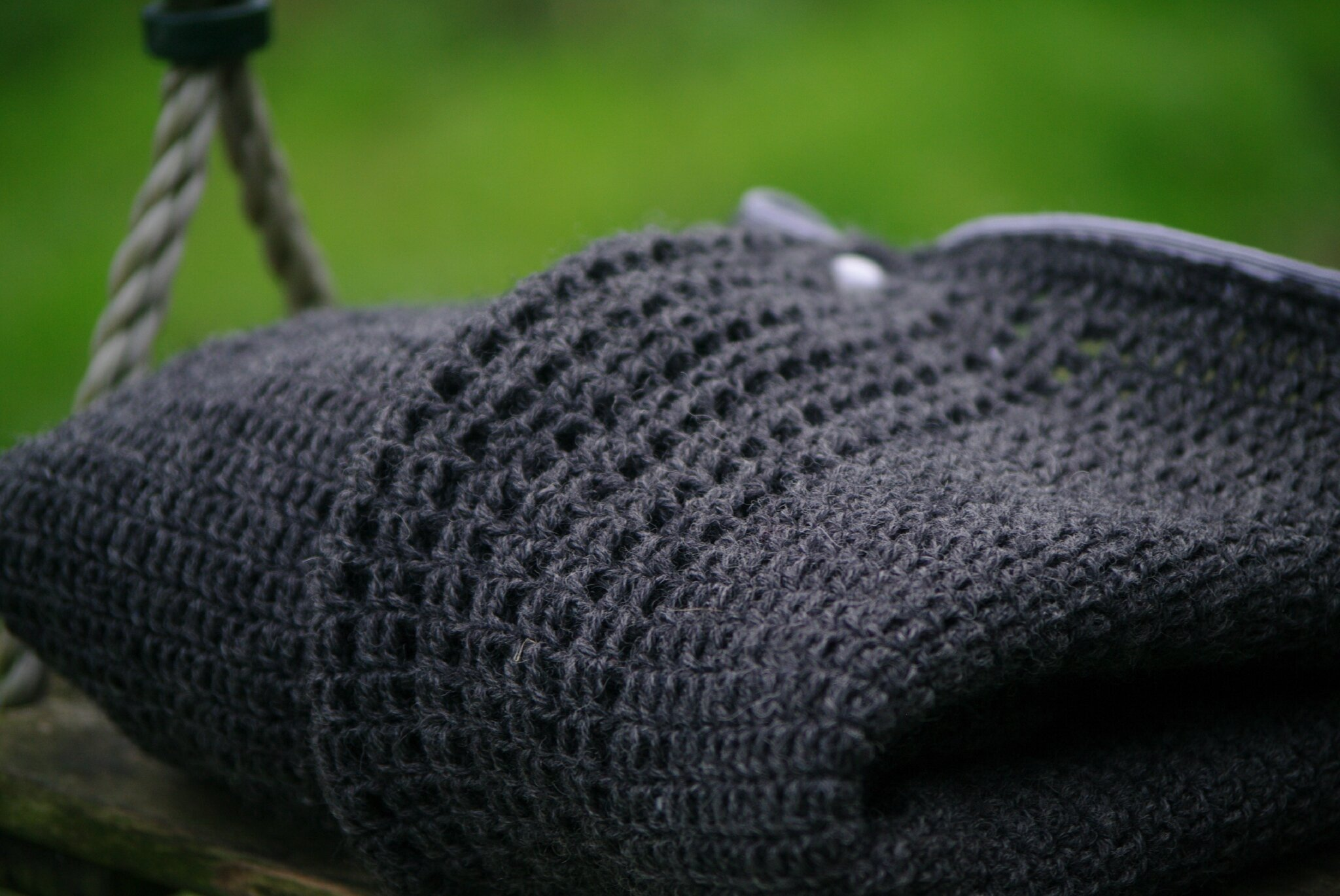 pull gris garçon au crochet facile col plié