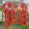 Boléro orange à fleurs : au crochet!