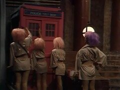le TARDIS repeint en rose