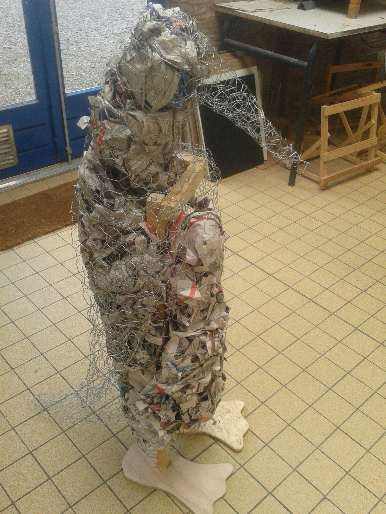 Sculpture Grillage A Poule pingouin papier mâché - véro hoezelle