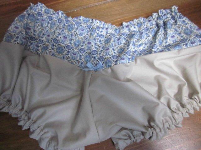 Culotte BIANCA en coton imprimé bleu - coton imprimé bleu et coton uni beige dnas le dos - noeud de vichy ciel devant et sur les fesses (9)