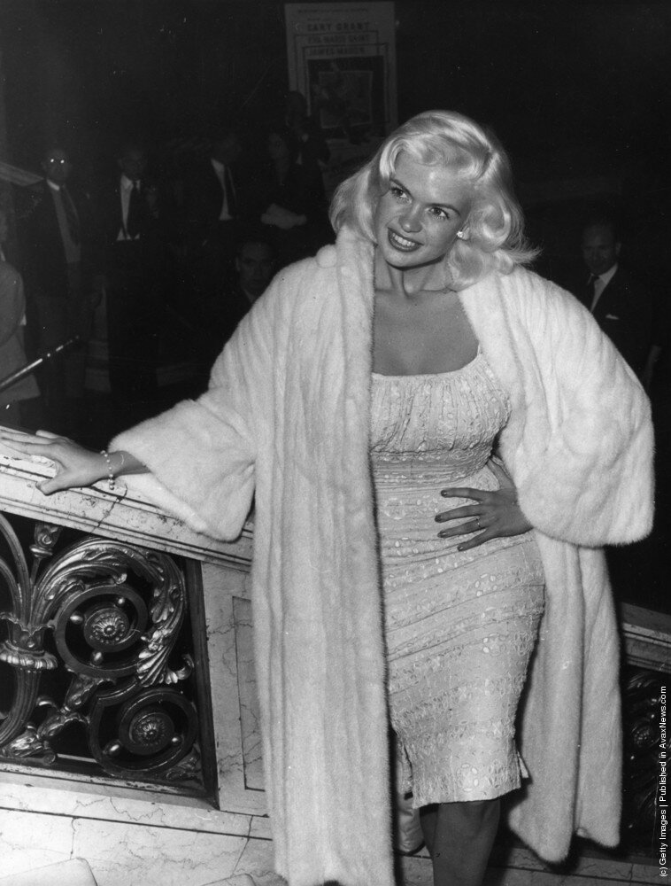 jayne-1959-09-18-london-leicester_square-empire_cinema-1