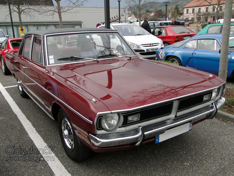 Dodge Dart Custom 4door sedan-1971-01