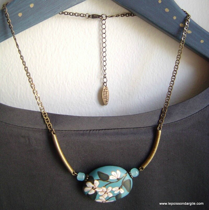 16-collier-ras-du-cou-a-grosse-perle-centrale-3183569-dsc09227-ad405_big
