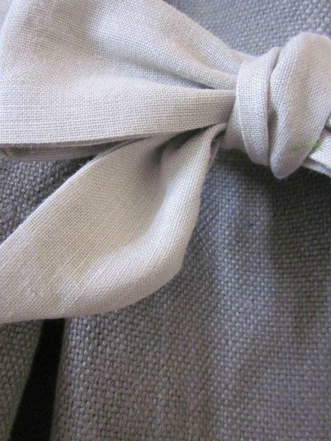 Manteau d'été court en lin gris noué d'un lien de lin gris clair (2)