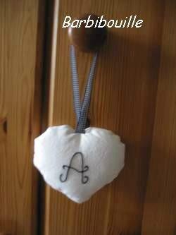 Coussin de porte, coeur au A (verso).