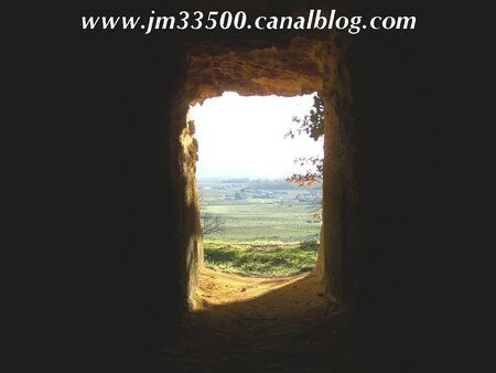 St-Hippolyte - Grottes de Ferrand - Vue sur la vallée
