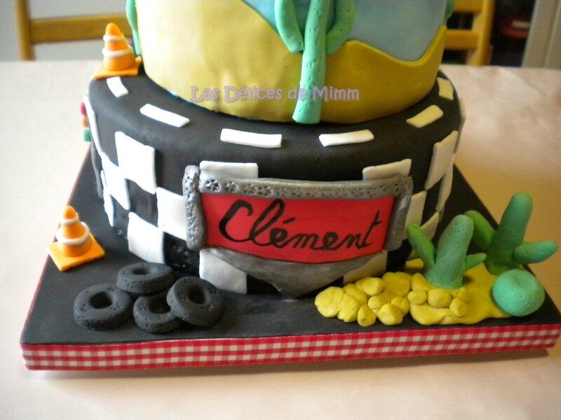 Un gâteau Cars avec voiture Flash Mcqueen 6