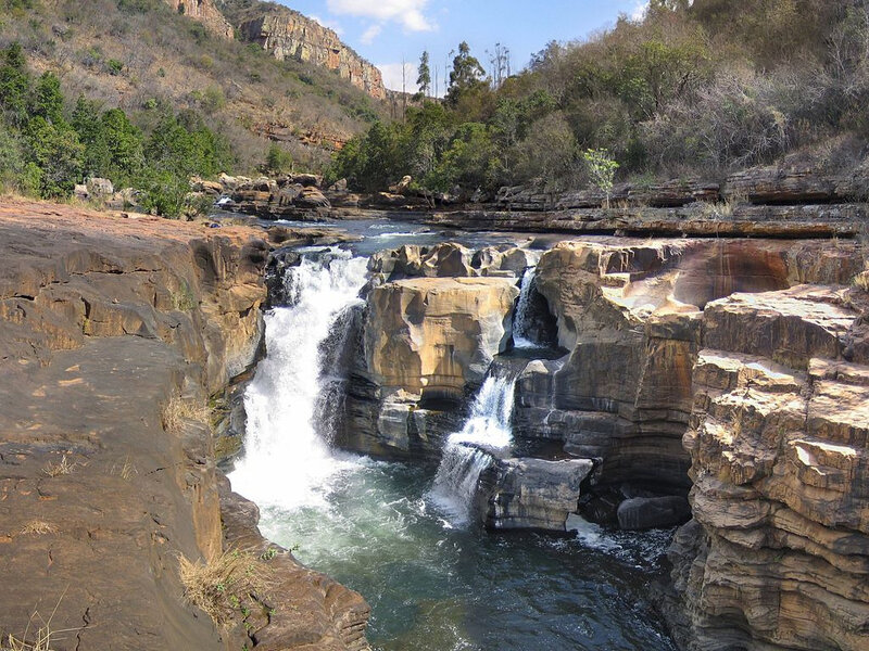 1024px-Waterfall_in_Blyde_River_Canyon