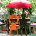 Chaises de jardin dépareillées