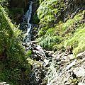 P1070771 une cascade au loin