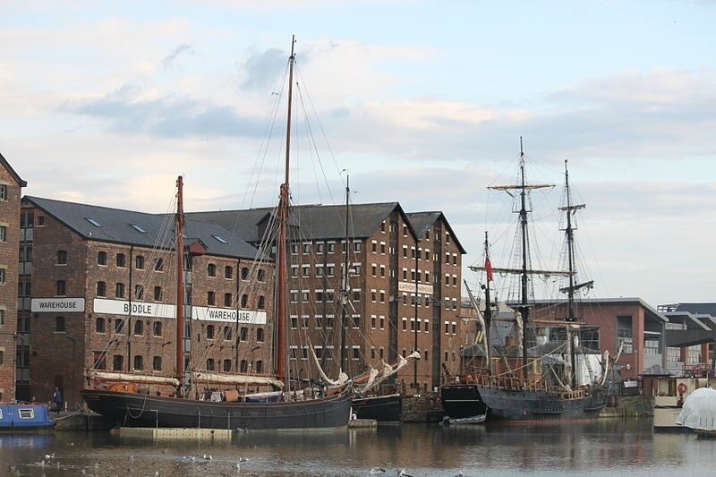 Tall_ships_in_Gloucester_Docks_for_the_filming_of_Alice_in_Wonderland_Through_the_Looking_Glass