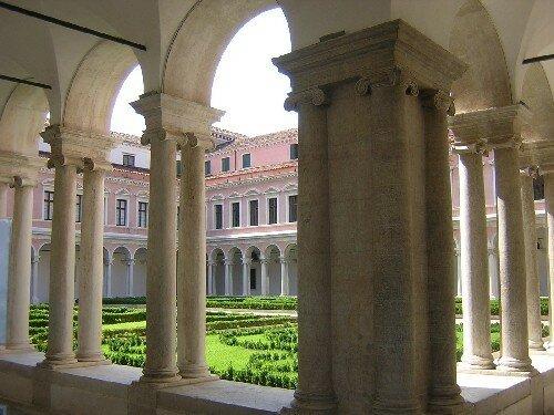 Le jardin du cloître de l'Église San' Giorgio
