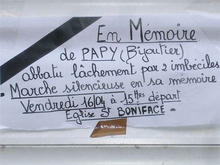 Marche_en_l_honneur_de_Papy_Simon_le_Bijoutier_de_Matonge_assassine_le_12_avril_2010__39_