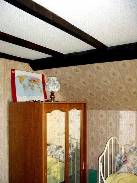 Plafond Mansardé Avec Poutres Apparentes Pour Tout Lu0027étage