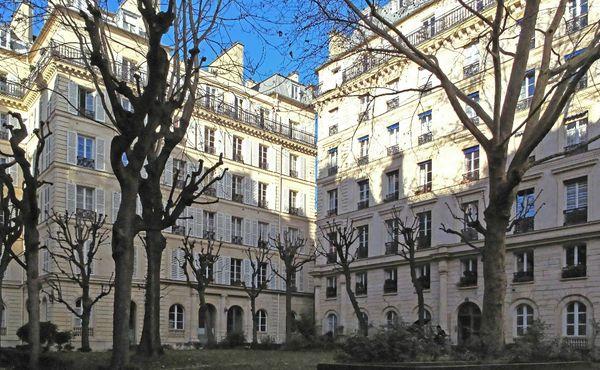Rue-Martyrs-Paris (4)