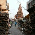 Pres du Ghat des cremations, les tas de buches