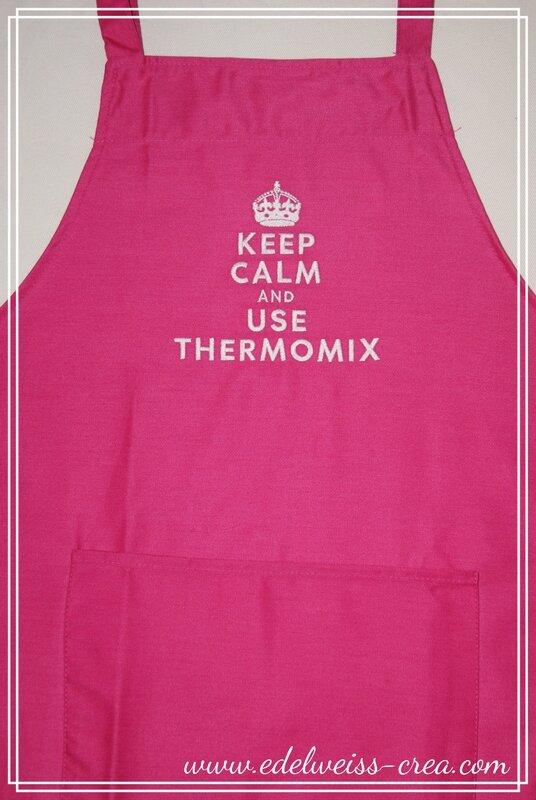 Tablier de cuisine fuchia brodé Keep Calm and use thermomix