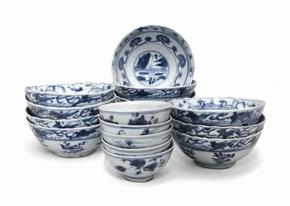 A group of 16 small 'Hatcher cargo' blue and white bowls, Transitional, mid-17th century