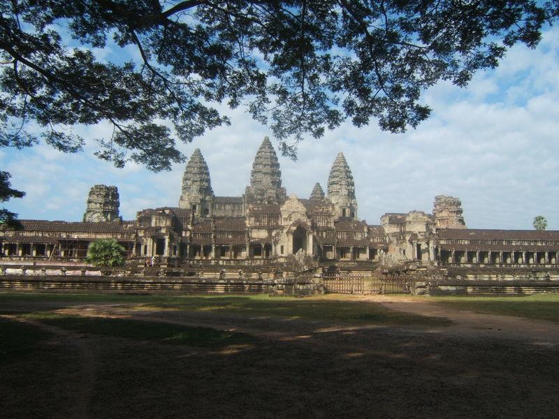Angkor Vat. Toujours l'entrée est.