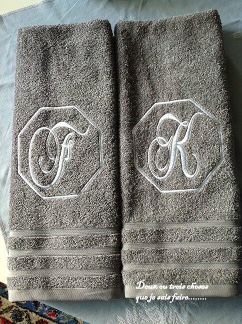 serviettes grises