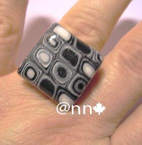 Bague Fimo petite carrée multi noire grise (N)