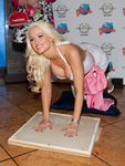 mmlook_holly_madison_20fevrier2011_planethollywood_lasvegas_5