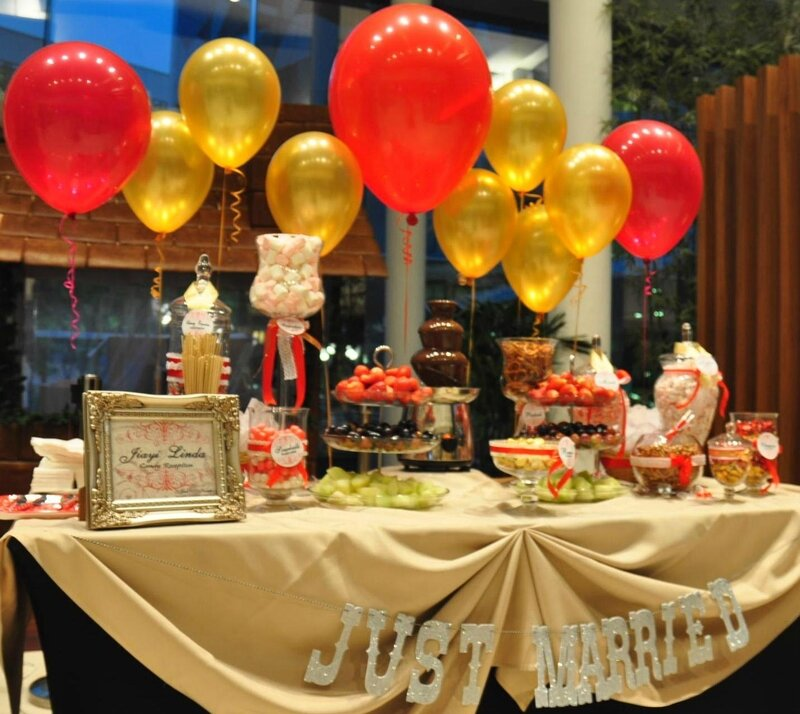 wedding-buffet-table-decoration-floating-balloons