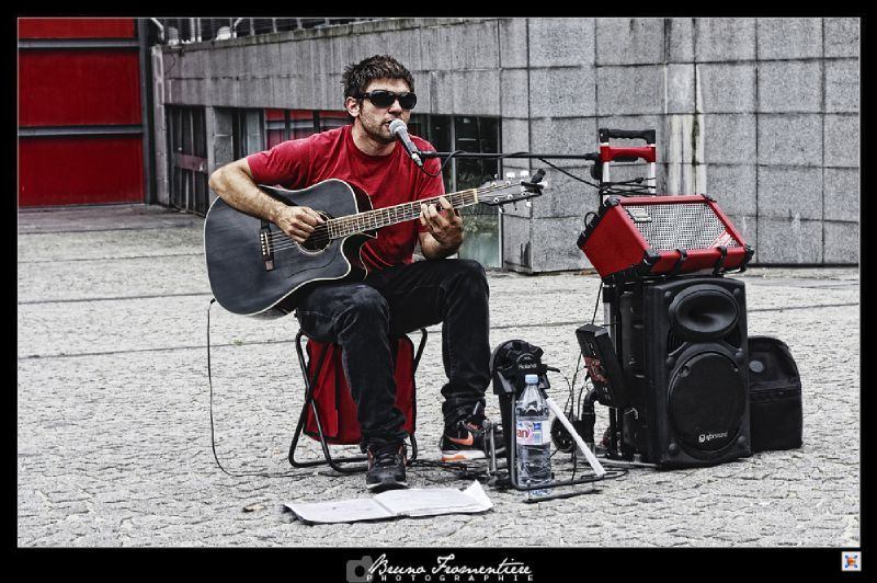 Guitar player Beaubourg 1