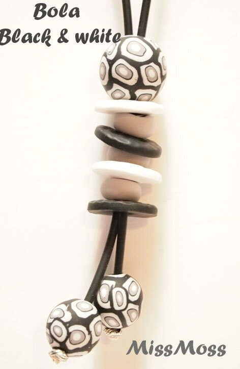 Collier bola black and white 3