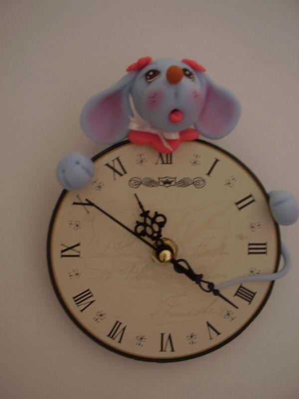 souris sur une horloge