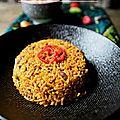 Riz jollof ouest-africain au boeuf sauté, salade kachumbari des grands lacs