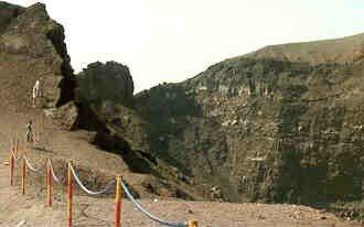 Le cratère du VESUVE