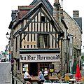 Domfront, une jolie ville de Normandie avec un vrai bar !
