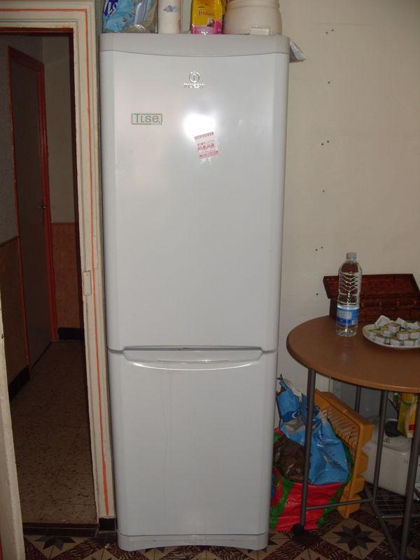 frigo congelateur indesit d m nagement. Black Bedroom Furniture Sets. Home Design Ideas
