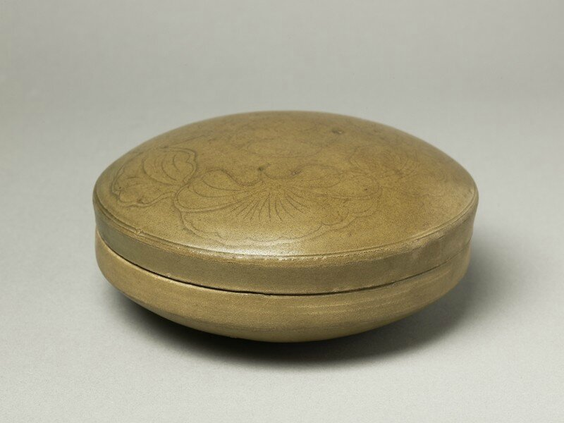 Greenware circular box and lid with lotus flowers, Yue kiln-sites, 10th century, Five Dynasties Period (AD 907 - 960)