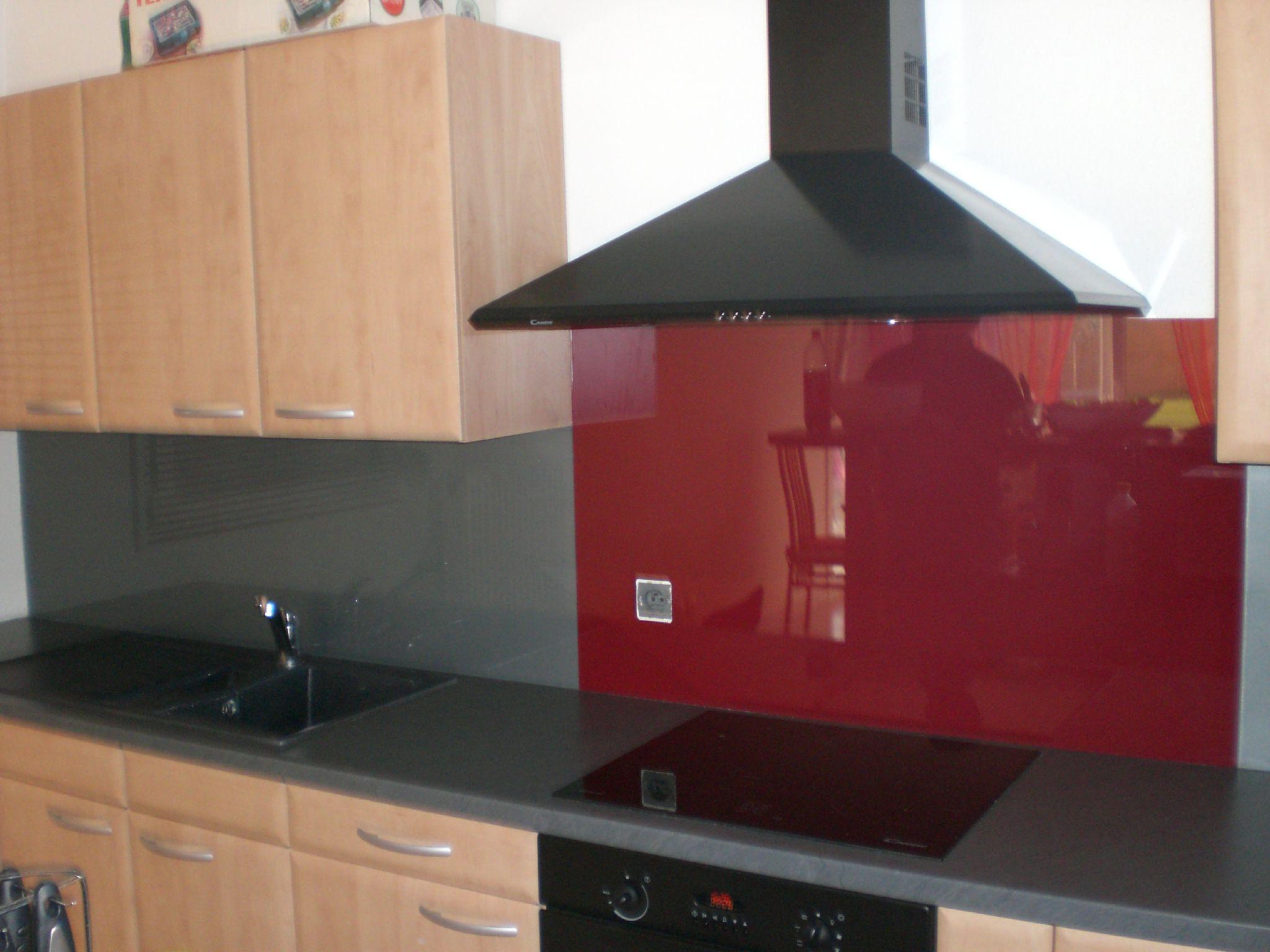 cr dence en verre grise et bordeau univerre design 68. Black Bedroom Furniture Sets. Home Design Ideas