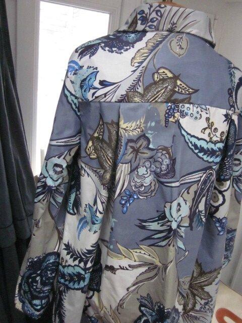 Ciré AGLAE en coton enduit fleuri bleu sur fond gris fermé par un noeud dasn le même tissu (7)