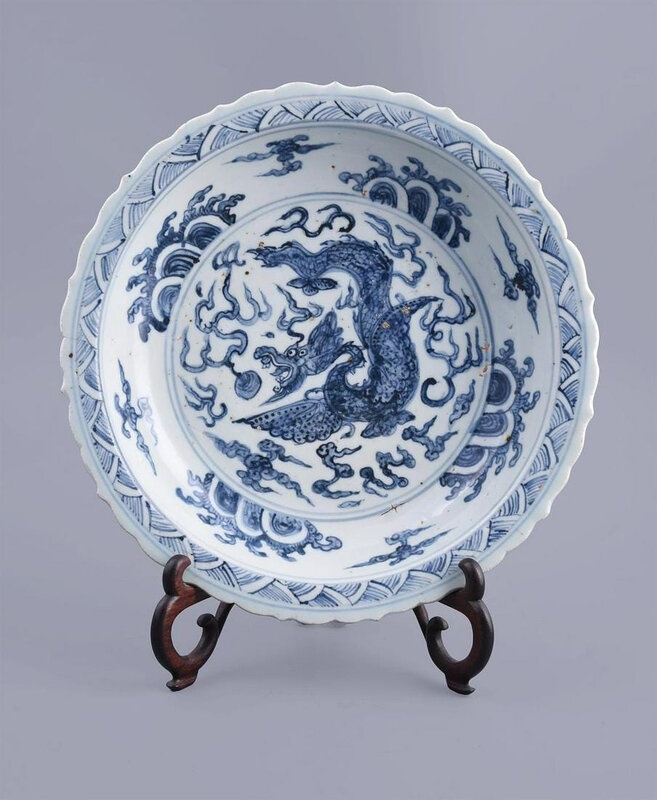 A good Chinese blue and white dish, Ming Dynasty, 16th century