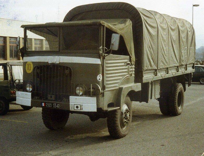 781px-Simca_Cargo_4x4_école0001