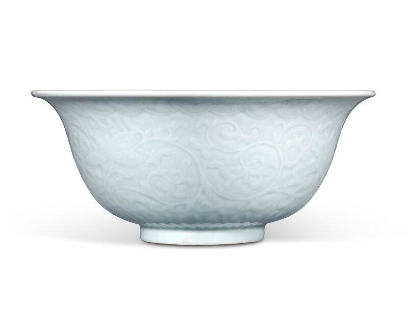 2020_CKS_18177_0057_000(a_large_moulded_celadon-glazed_bowl_18th-19th_century)