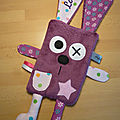 doudou_lapin_plat_violet_rose_person__1_