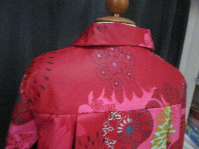 Ciré AGLAE en coton enduit rouge fleuri vert olive bleu pétrole et fushia fermé par un noeud dans le même tissu (1)