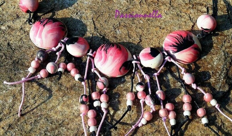 collier rose et noir argile de polymère