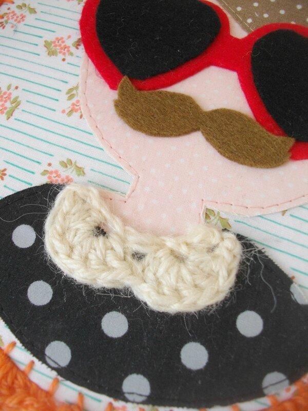col-claudine-crochet-création-couture-vintage-cadre-portrait-tissu-