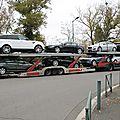Camion chargé de Jaguar, Range Rover, de Peugeot...
