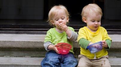 Jumeaux-un-developpement-different-des-enfants-uniques