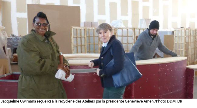 Jacqueline Uwimana reçue ici à la recyclerie des Ateliers par la présidente Geneviève Amen